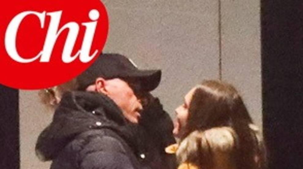 Eros Ramazzotti sorpreso in flagrante con una ragazza. Nuovo flirt per il cantante?