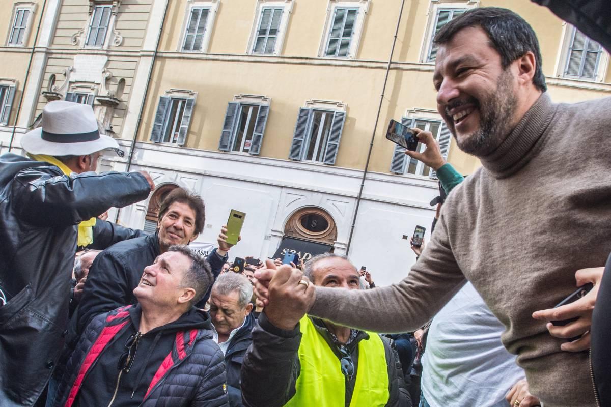 Salvini primo tra i leader: gli italiani si fidano di lui. E il governo non sfonda