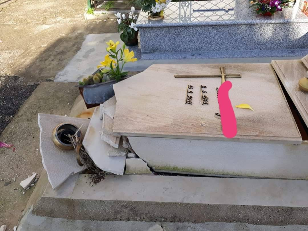 Salerno, atti vandalici nel cimitero: indagano i carabinieri
