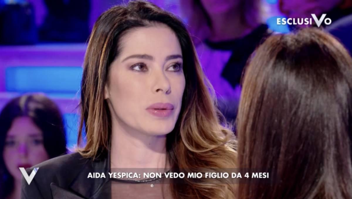 """Il dramma di Aida Yespica: """"Non posso raggiungere mio figlio"""""""