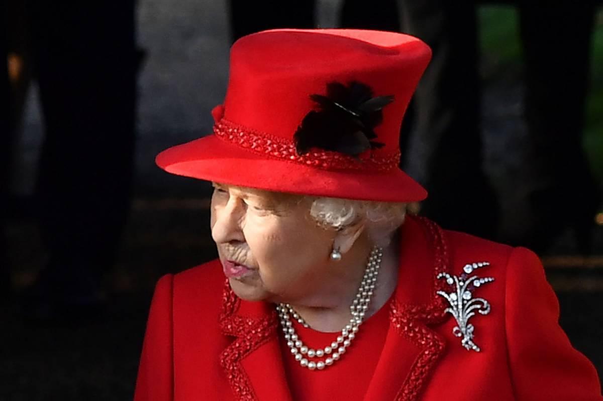 La regina Elisabetta e l'omaggio al padre Giorgio VI