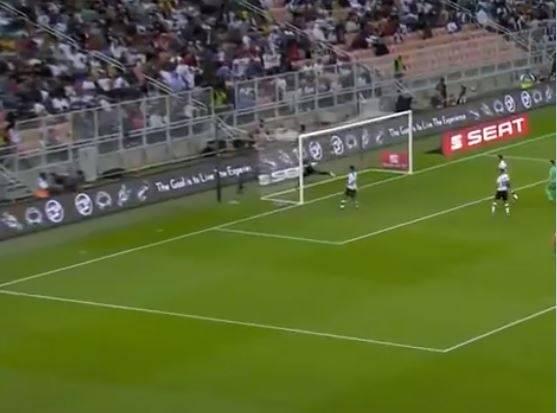 Kroos segna direttamente da calcio d'angolo: il suo gol fa il giro del web