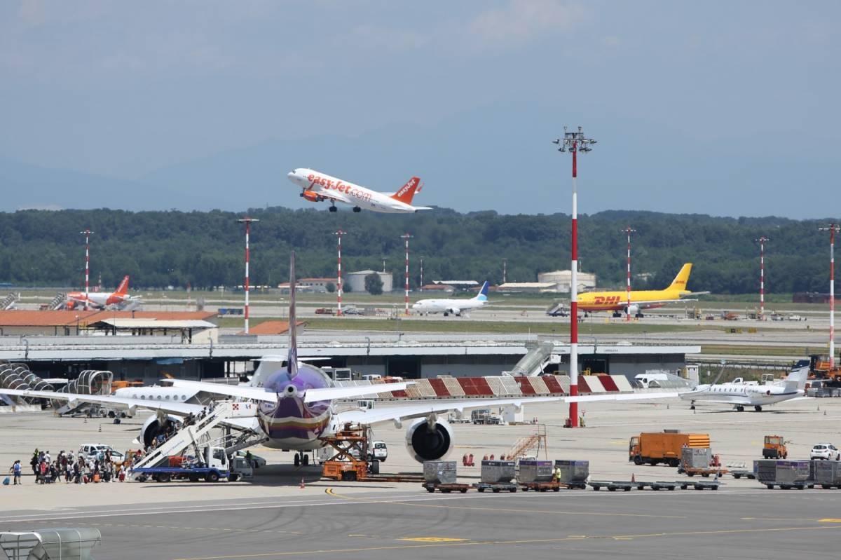 Coronavirus, chiusura degli aeroporti prolungata fino al 3 aprile
