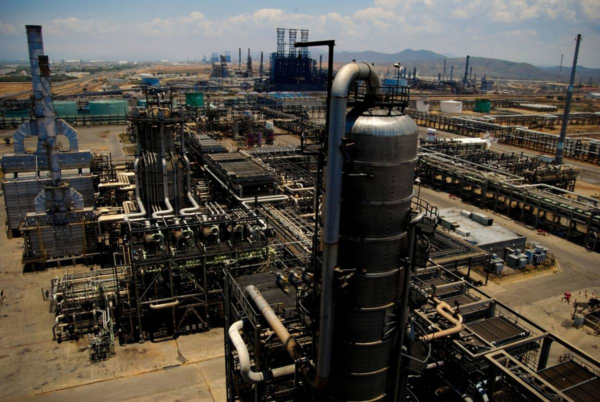 Crolla il prezzo del petrolio nei mercati Usa. È la prima volta nella storia