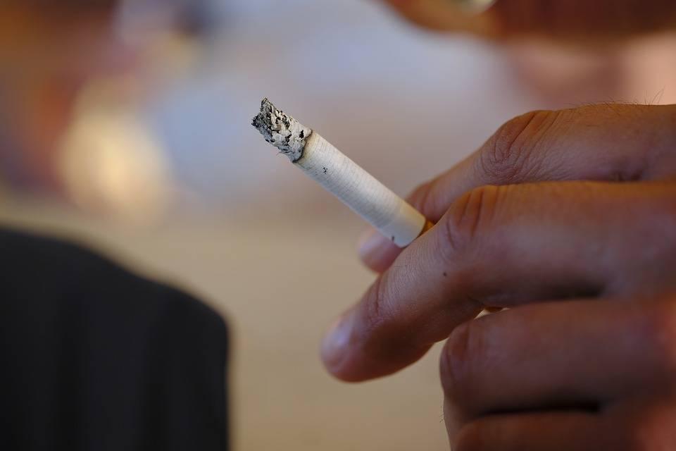 Il governo moralizzatore toglie la libertà del fumo
