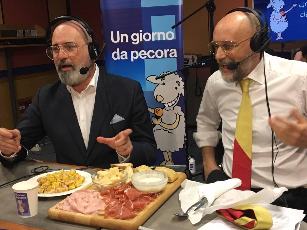 """Bonaccini a Un giorno da pecora canta """"Bandiera rossa"""""""