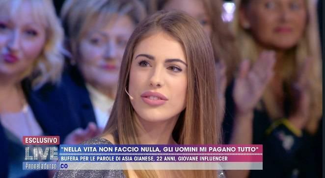 """Asia Gianese pubblica le chat con Francesco Sarcina: """"Bimba, mi dai il tuo numero?"""""""