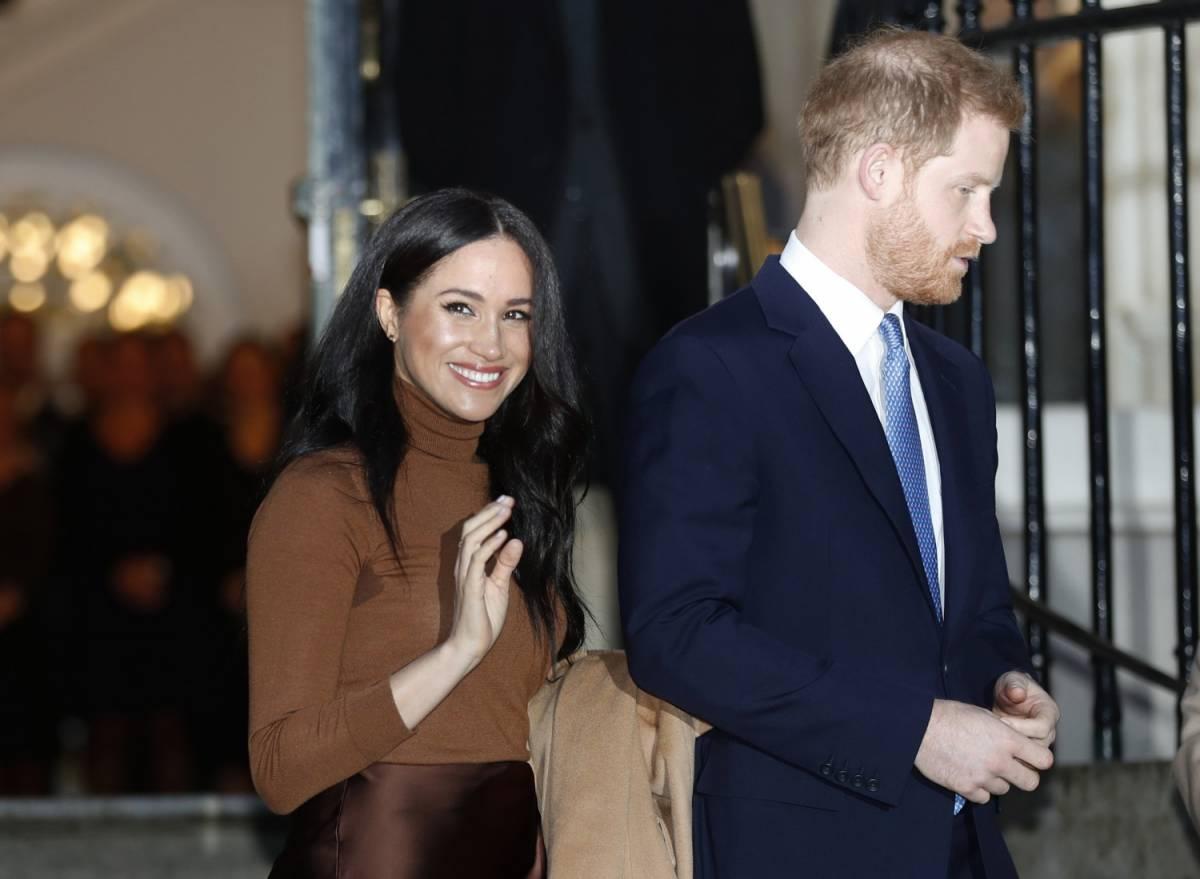 """Thomas Markle insulta il Principe Harry: """"È insicuro, Meghan gli fa da mamma"""""""