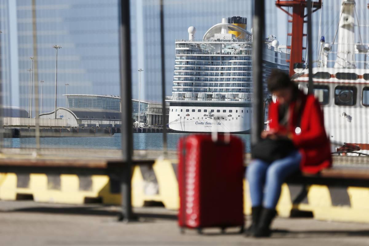"""Coronavirus, le proteste dei passeggeri sulla nave: """"Bloccati da ore"""""""