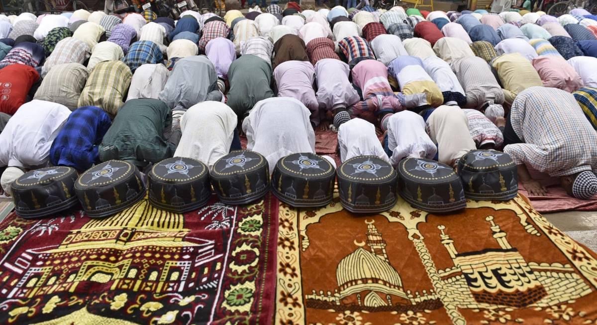 Cibo e mascherine solo agli islamici: così il Pakistan condanna i cristiani