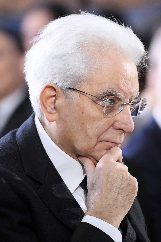 """Mattarella sollevato a metà per il Dl. """"Il Paese resta ancora nei guai"""""""