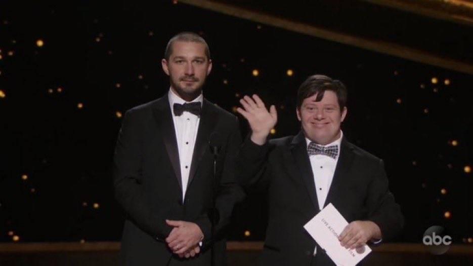 Oscar 2020, Shia LaBeouf scherza con l'attore Zack Gottsagen. Il web si infuria