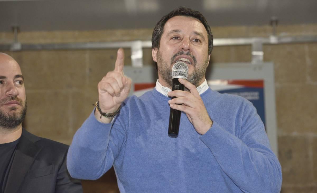 """Caos migranti, Salvini: """"Stop ad accordo con Turchia, mandare i soldati in Grecia"""""""
