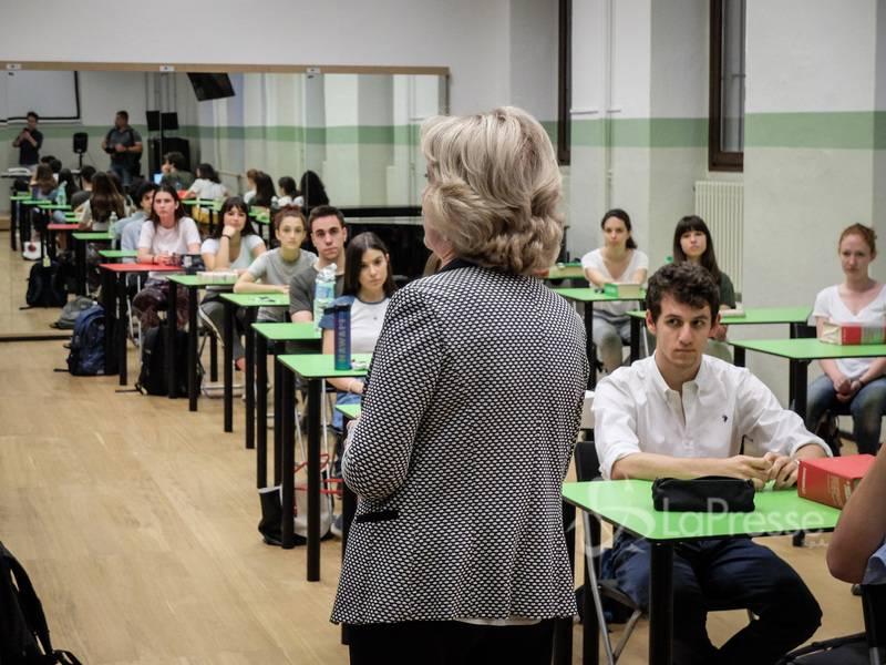 Pochi alunni, turni e sanificazione: i piani per riaprire le scuole
