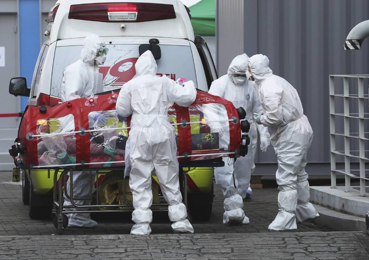 """Lombardia, la situazione negli ospedali: """"Strutture al collasso e personale sfinito"""""""