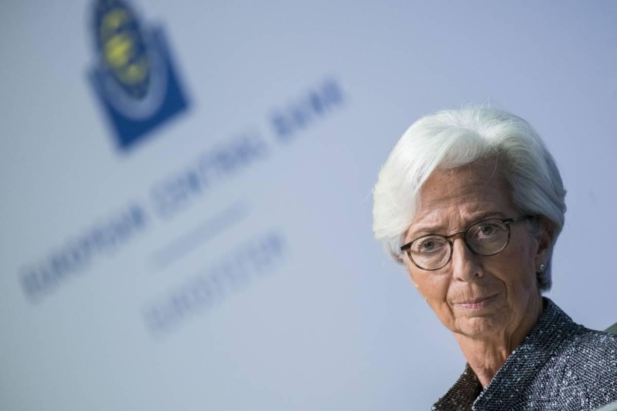 """La Bce: """"Tempi incerti per la ripresa"""". Borse a picco"""