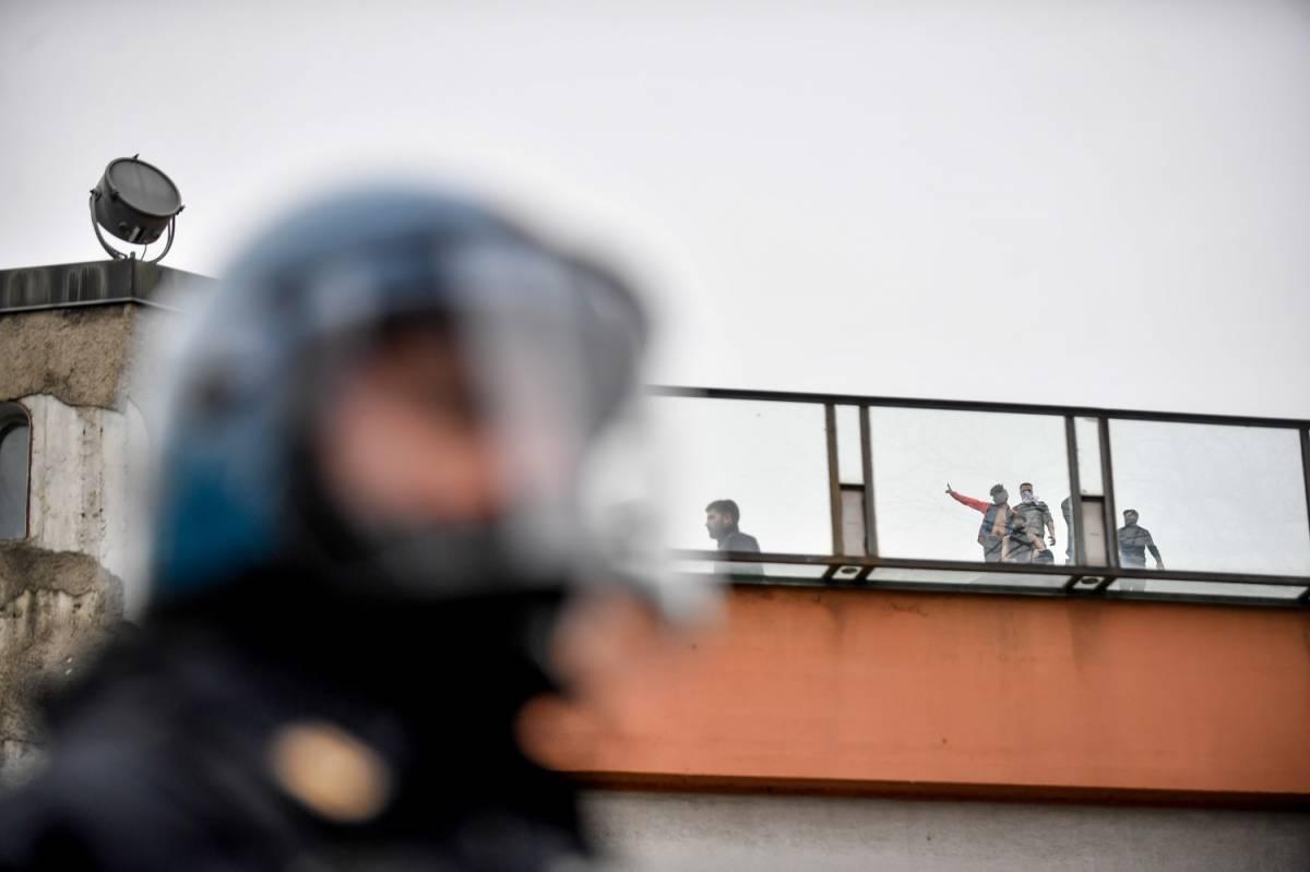 Rivolta carceri, arrestati gli agenti: esplode la polemica