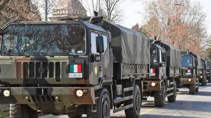 Bergamo, il corteo dell'esercito che porta le bare a Ferrara