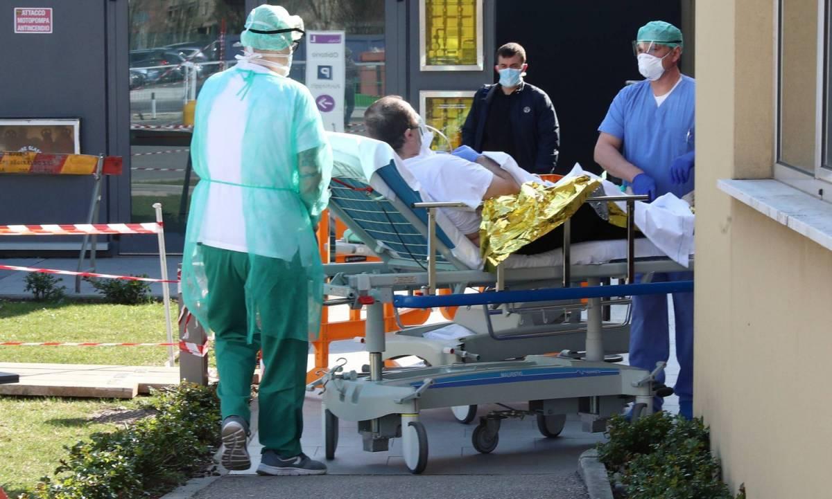 """Coronavirus in Lombardia, Gallera: """"Dimezzati i nuovi casi"""""""