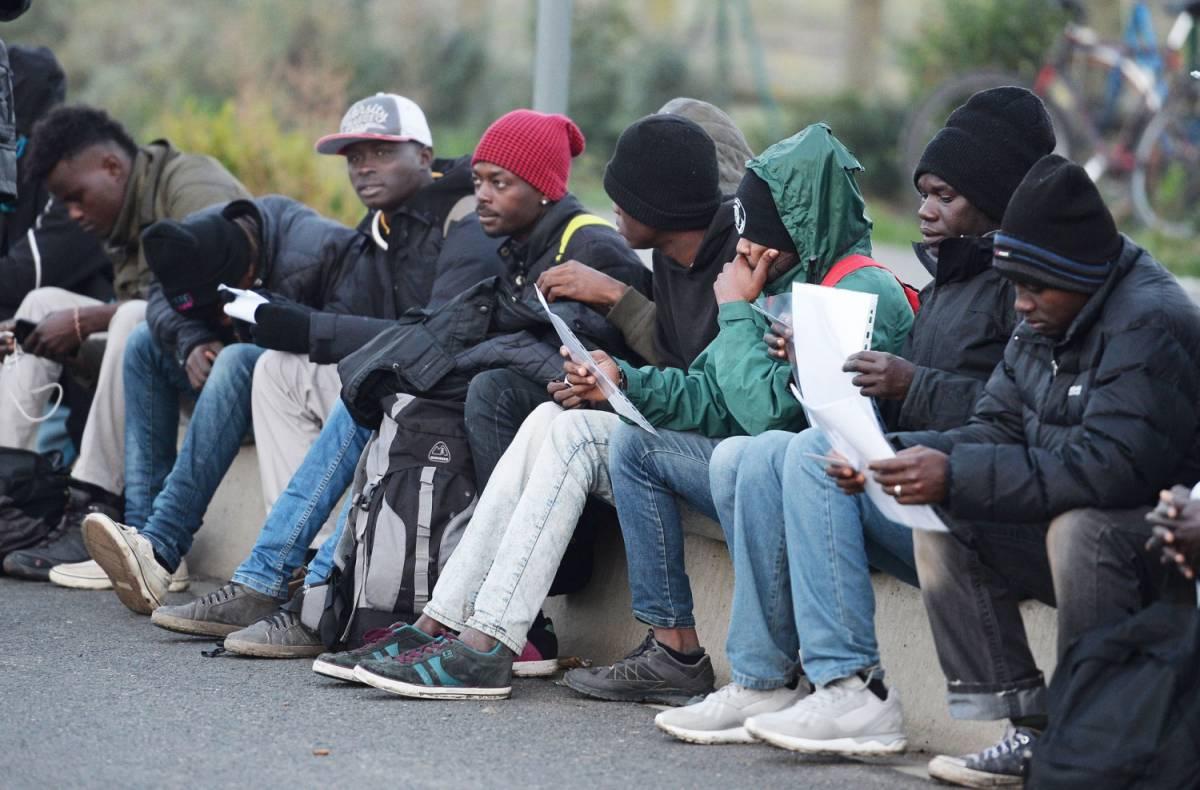 Ecco l'effetto della sanatoria: assembramenti al consolato Senegal