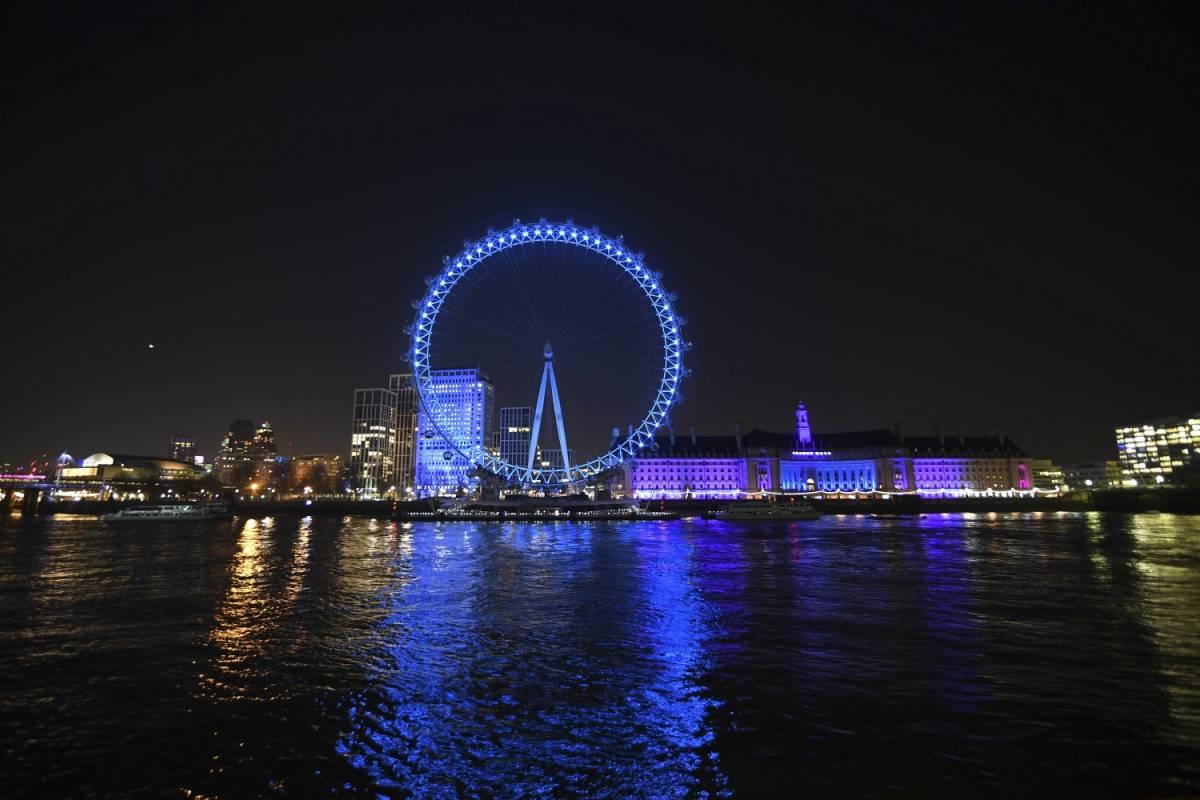 """Coronavirus, Londra trema: """"Un successo se non supereremo 20mila morti"""""""
