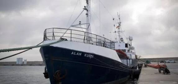 Alan Kurdi va verso Marsiglia. Ma Parigi vuole rimandarla da noi