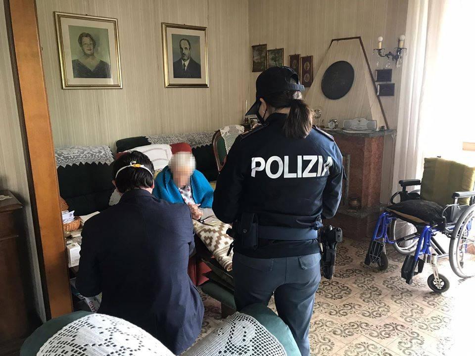 Il nipote ha il Covid e lei rimane sola: anziana 98enne viene aiutata dalla polizia