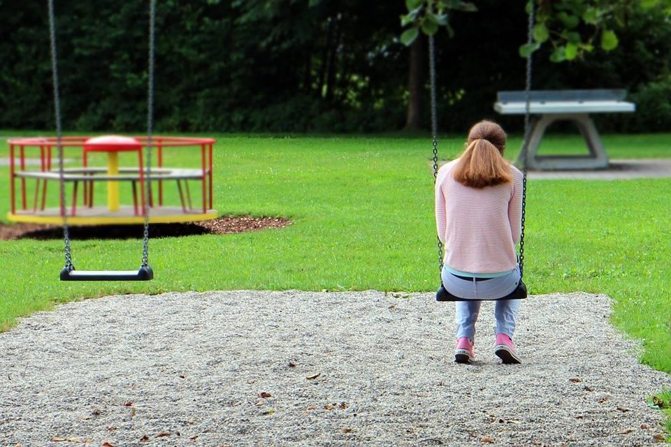 Adesso è pure scontro sui bambini al parco
