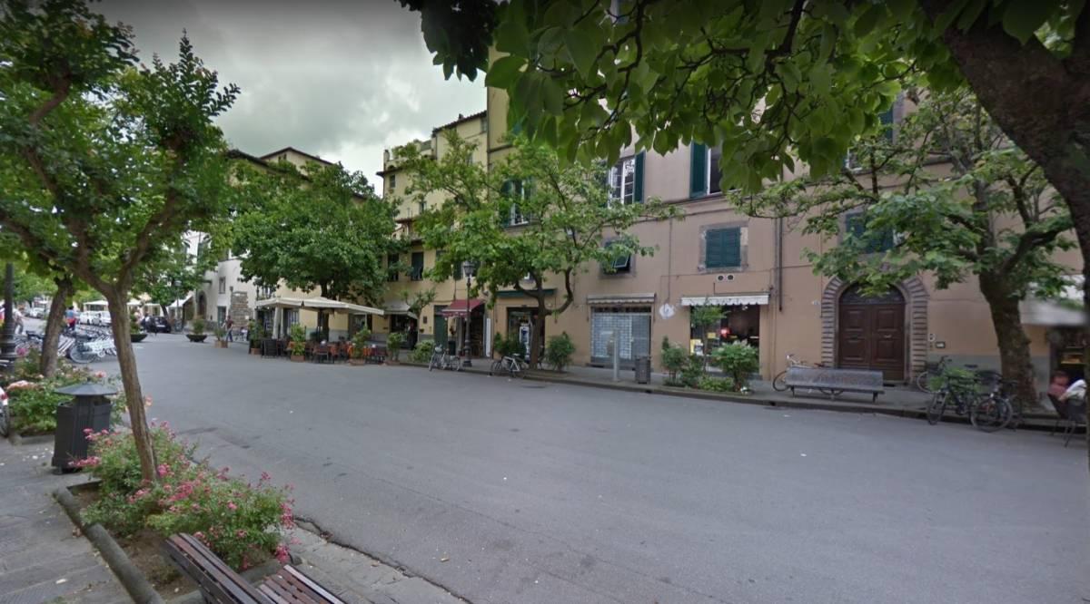 Lucca, furia del magrebino ubriaco: botte e sputi contro carabinieri