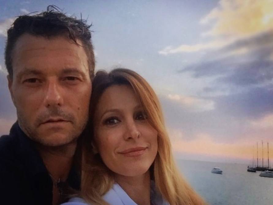 """""""Girava nudo davanti a mia figlia"""": le accuse choc del marito di Adriana Volpe"""