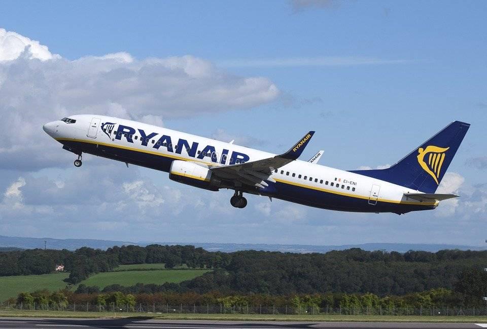 Ryanair verso il taglio di tremila dipendenti