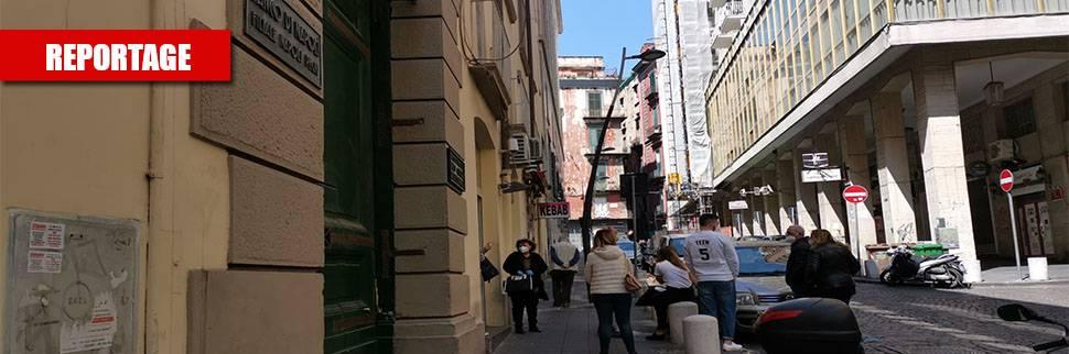 La fila per il banco dei pegni Gli italiani ora si tolgono l'oro
