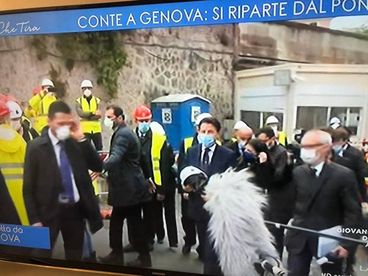 Coronavirus, quelle immagini di Conte che fanno arrabbiare gli italiani
