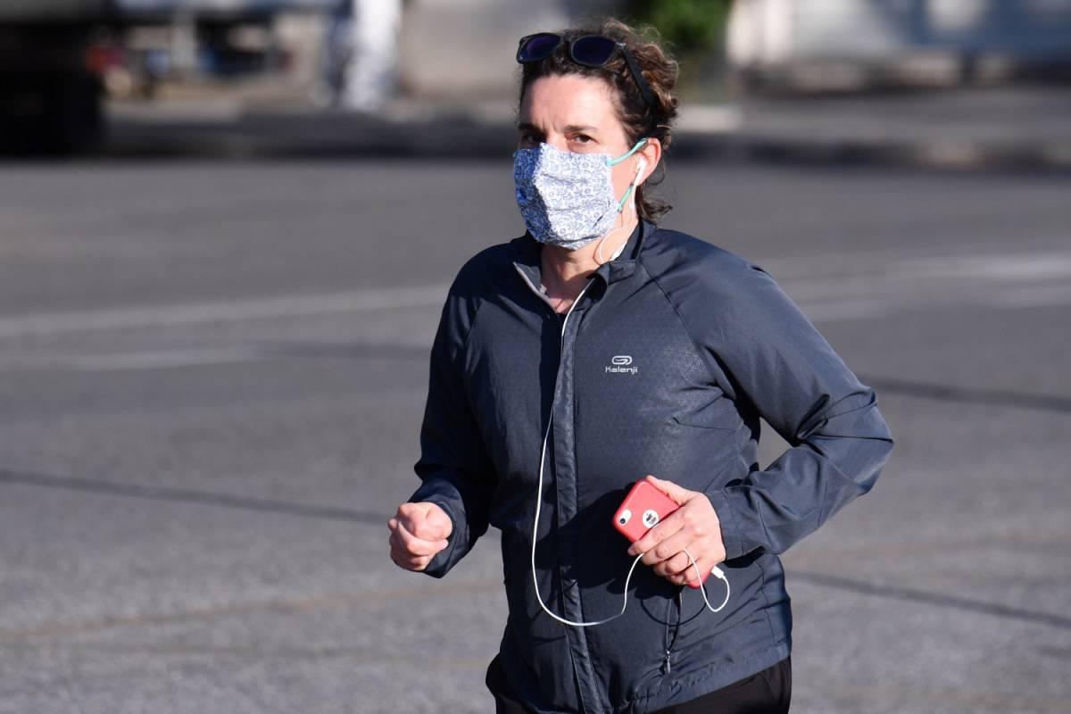 Correre con la mascherina? Ecco perché è meglio non indossarla