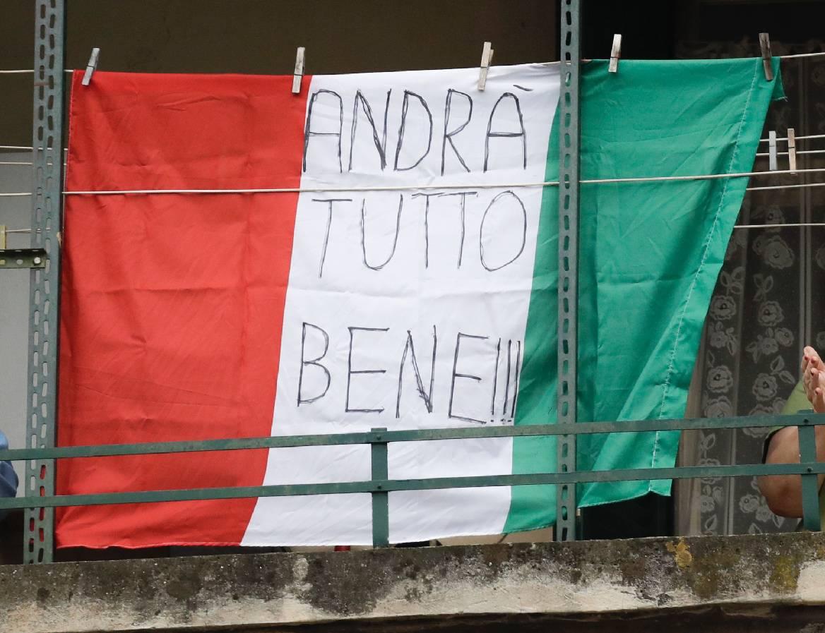 Andrà tutto bene: la speranza sui balconi d'Italia