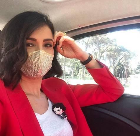 """Critiche a Caterina Balivo per la mascherina fashion: """"Ma protegge dal virus?"""""""