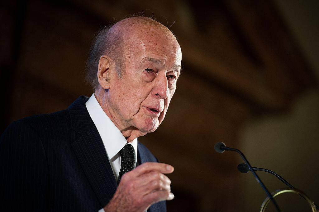 Bufera sull'ex presidente francese Giscard: denunciato per molestie sessuali