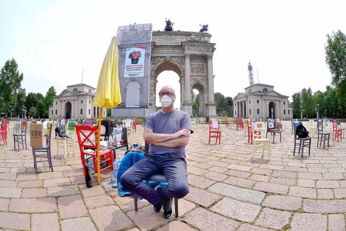 """Il ristoratore in sciopero della fame: """"Incassi al 20%, ma  spese invariate"""""""