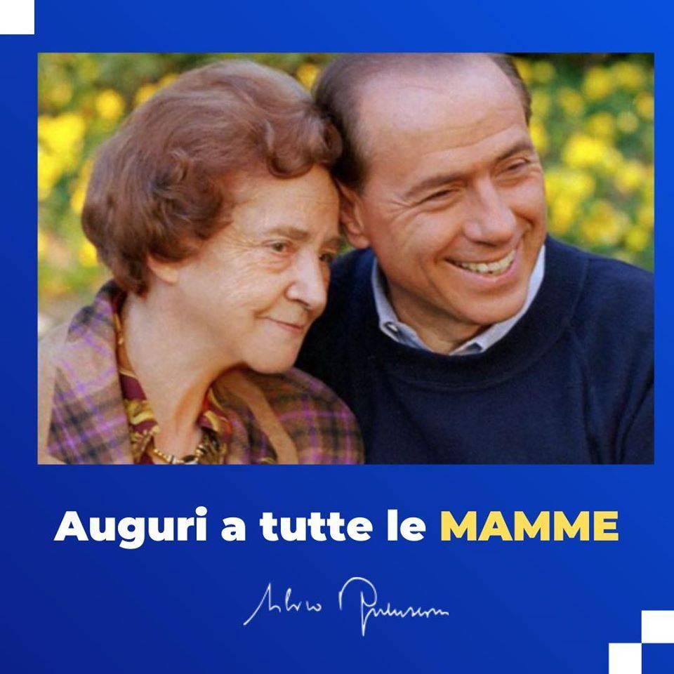 """Il Cavaliere: """"La mamma è l'amore più grande"""""""
