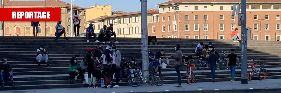 Migranti assembrati in stazione? Per loro non ci sono multe