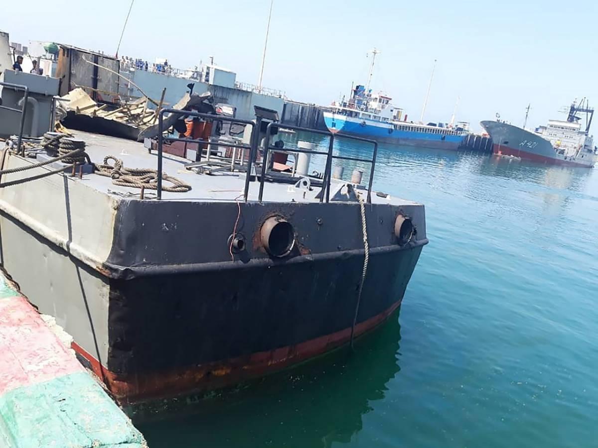 """Iran, tragedia durante esercitazione militare: nave colpita dal """"fuoco amico"""""""