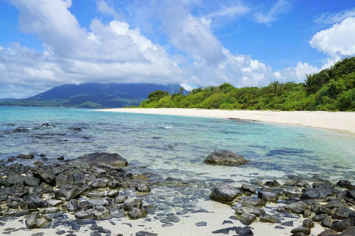 La lotta per sopravvivere sull'isola deserta