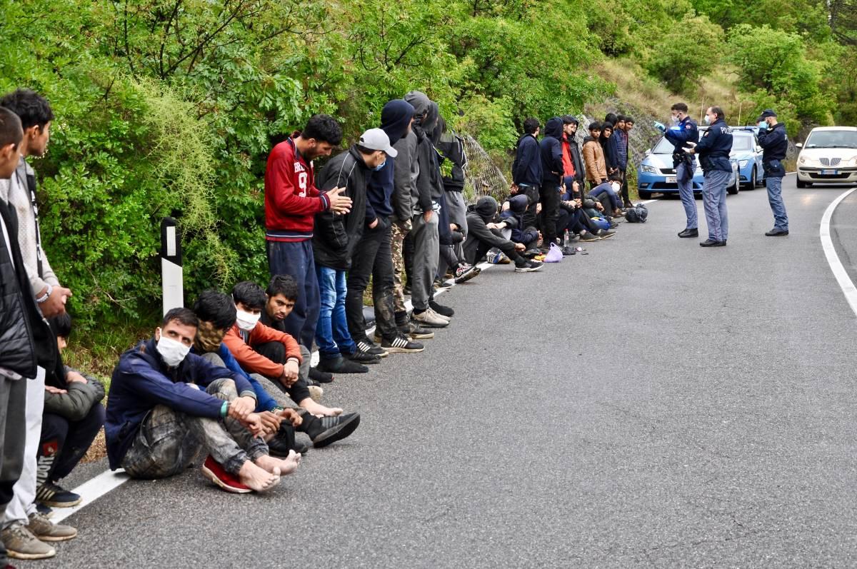 """Il cavillo tedesco che """"congela"""" le richieste d'asilo dei migranti"""