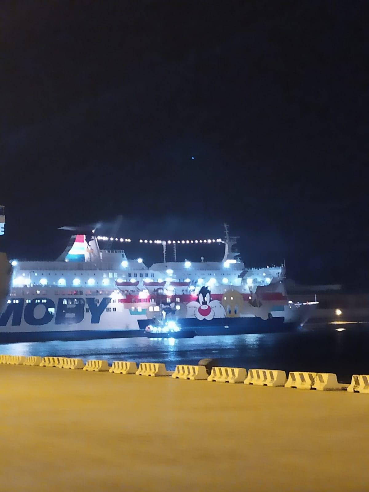 La Moby Zaza in partenza da Porto Empedocle con i migranti a bordo