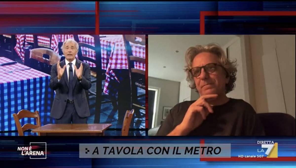 """Massimo Giletti congeda l'ospite a """"notte fonda"""". Ma l'orologio lo inchioda"""
