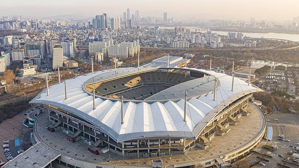 Corea del Sud, bambole gonfiabili sugli spalti di uno stadio al posto dei tifosi