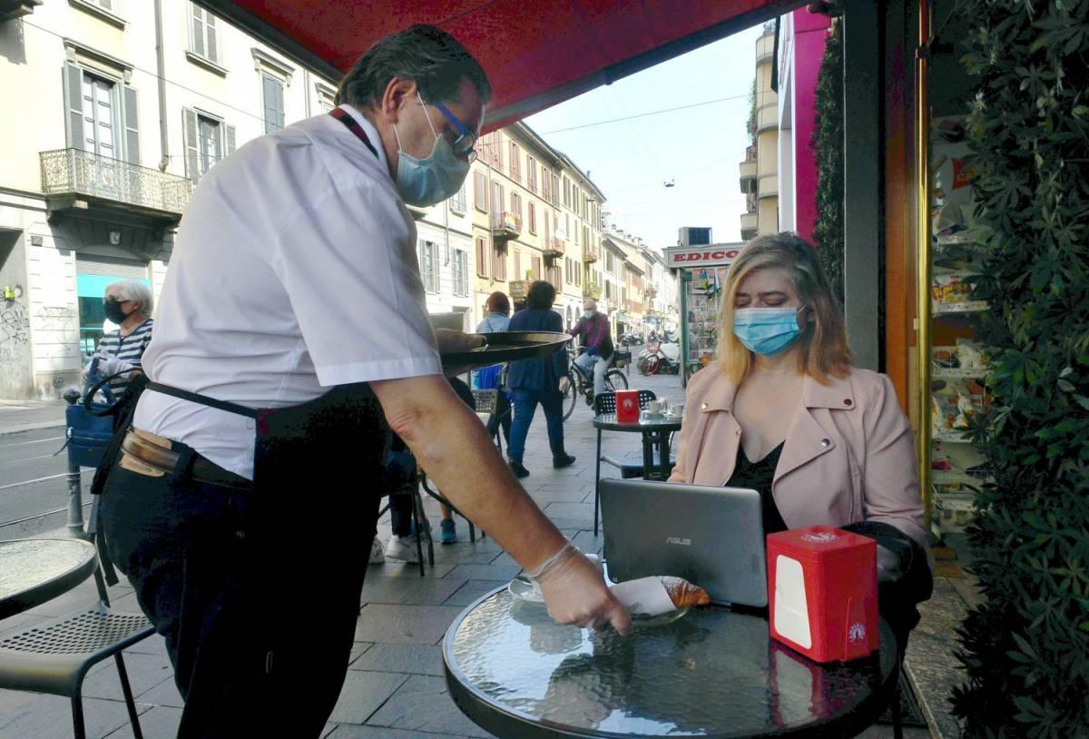 """Dal caffè al taglio dei capelli, i prezzi aumentano per la tassa Covid: """"Non è speculazione"""""""