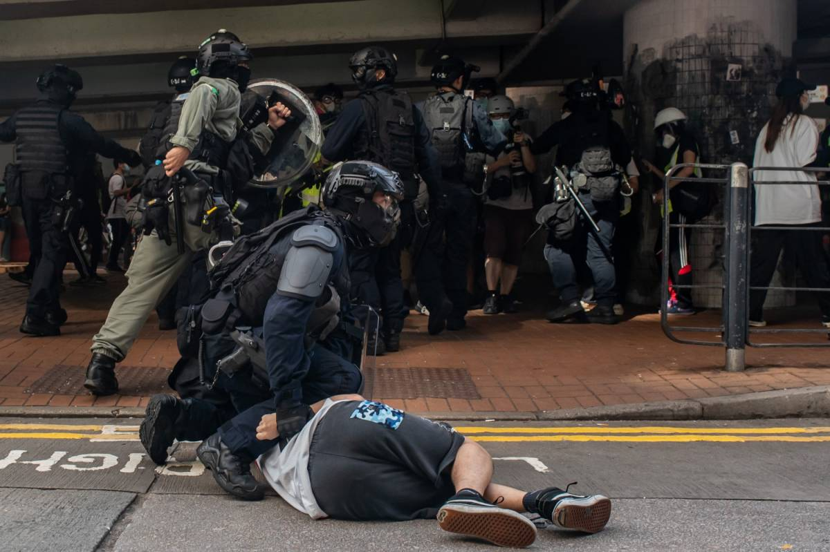 Hong Kong, polizia stronca manifestazione contro la Cina