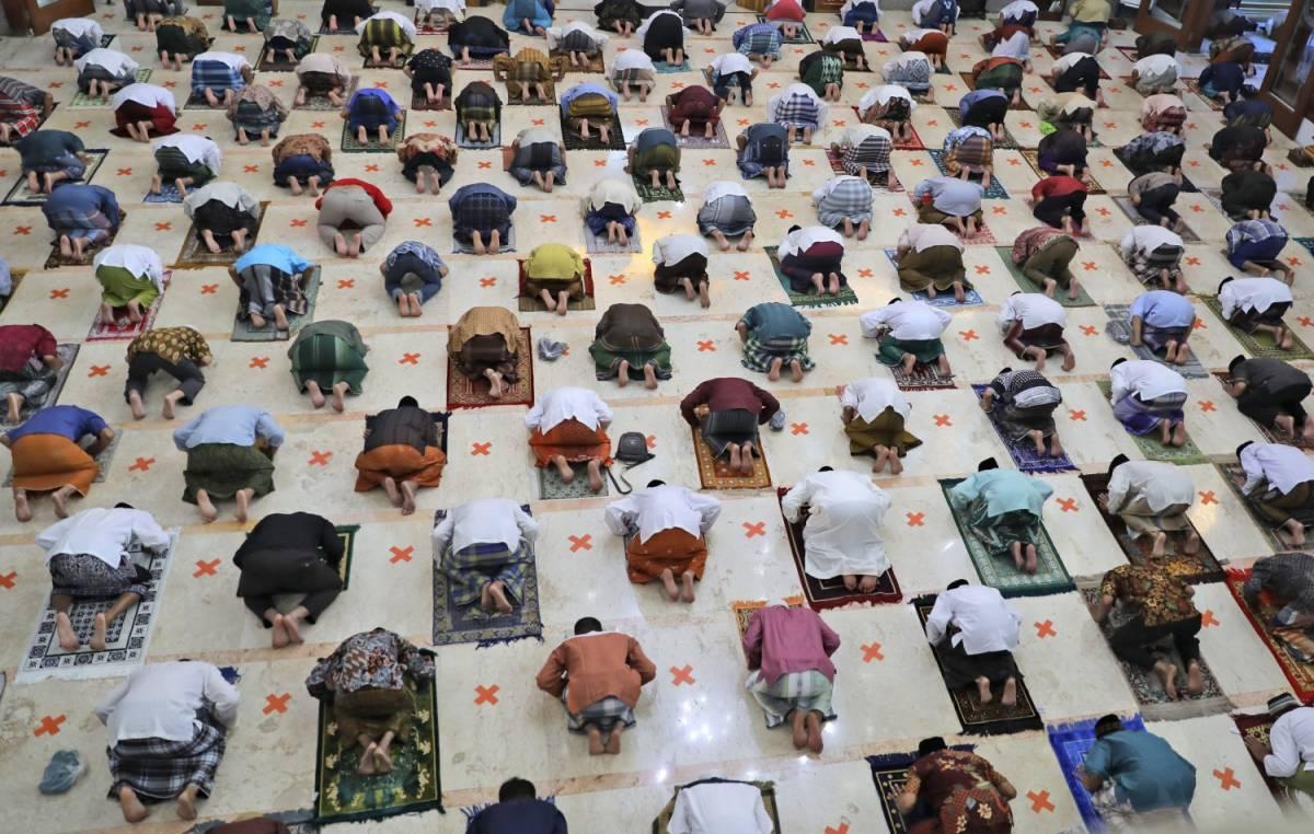 Piazza vietata a Fdi. Via libera al ramadan