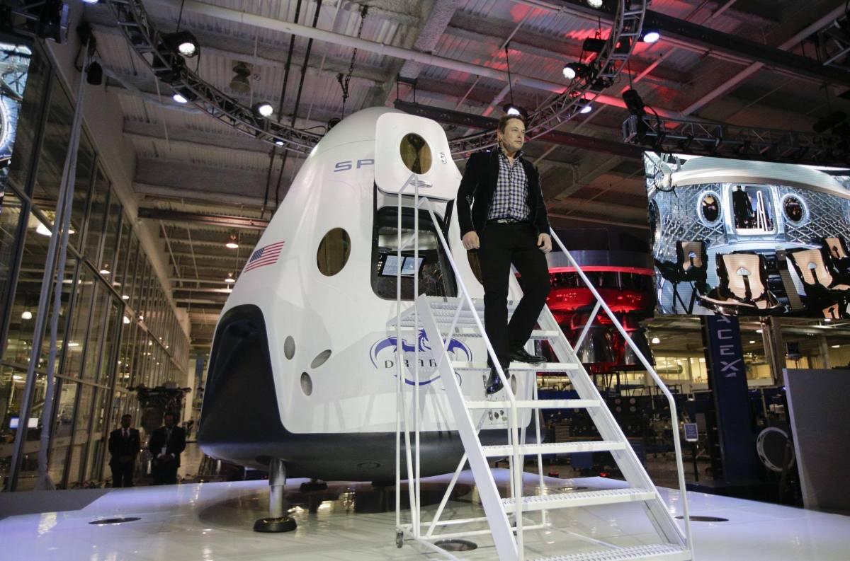 Elon Musk costretto a cambiare il nome del figlio. Ma è difficile da pronunciare